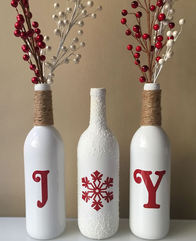 12 ideas para reciclar botellas de vino en navidad vinopack for Reciclar botes de cristal decoracion