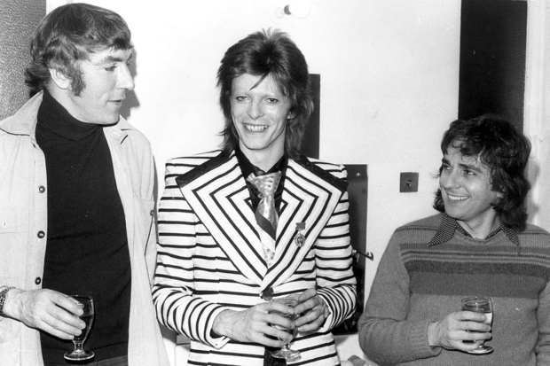 9th May 1973: Pop phenomenon David Bowie, sporting a stripy jacket with wide lapels, visits comedy duo Peter Cook (1937 - 1995), and Dudley Moore (1935 - 2002) backstage at the Cambridge Theatre in London, following the pair's show 'Behind The Fridge'. David is to appear at Earl's Court on Saturday, the first date of his British tour. (Photo by Keystone/Getty Images)